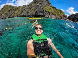 Selfie beim Schwimmen in der Lagune von El Nido