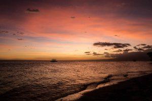 Gefärbter Himmel zum Sonnenuntergang auf Siquijor