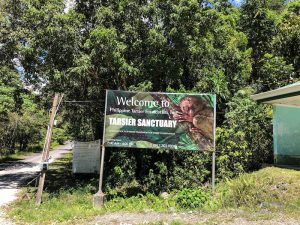 Schild vor dem Tarsier Sanctuary Bohol