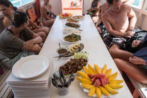 Essen auf Tisch