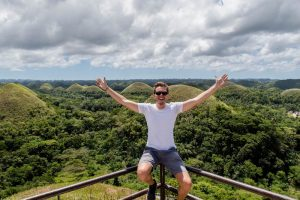 Person vor den Chocolate Hills Bohol