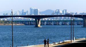 Fluss mit Brücke in Seoul Südkorea