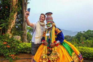 Selfie in kerala mit verkleideter Person