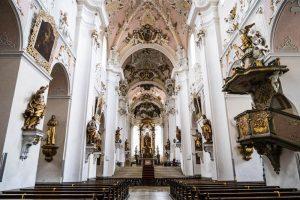Innenraum der Basilika Ellwangen