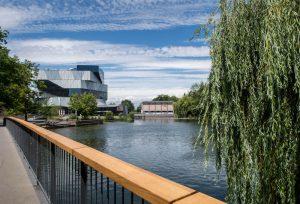 Aussicht auf den Neckar und das experimenta Gebäude