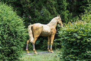 Goldene Statue von Pferd