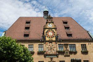 Die Kunstuhr auf dem Rathaus in Heilbronn