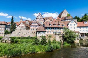 Häuser Panorama an Fluss von Schwäbisch Hall