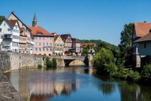Häuser in Schwäbisch Hall am Fluss