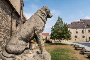 Statue am Schloss