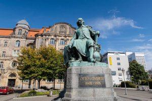Statue von Otto von Guerike