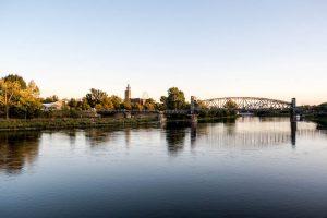 Sonnenuntergang am Fluss in Magdeburg